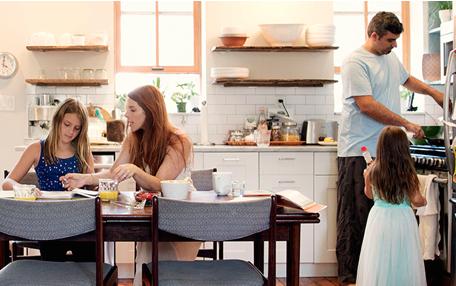 Famille dans une cuisine Brandt